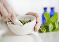 Народная медицина: лечим кормящую маму