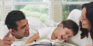54354-5-Parents-and-child-with-books-660x330