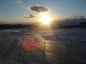 зима в тундре солнце светит сугробы